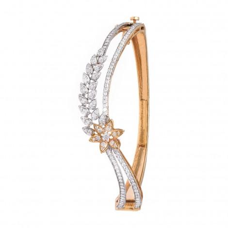 A beautiful 18kt White and Yellow Gold Diamond Bracelet