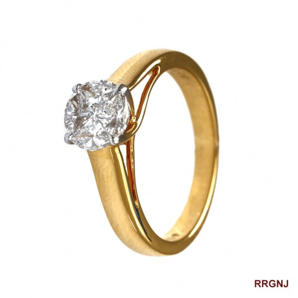A Unisex 18kt Diamond Studded Ring