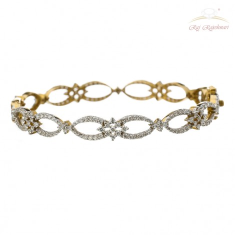 Traditional Design Diamond Studded Pair of Bangles in 18kt Gold