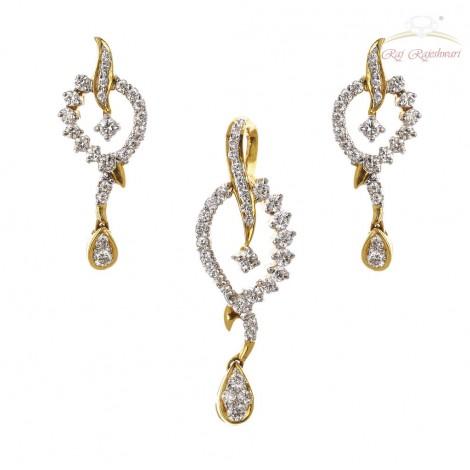 238a43e62 Daily Wear Diamond Studded Pendant Set in 18kt Gold