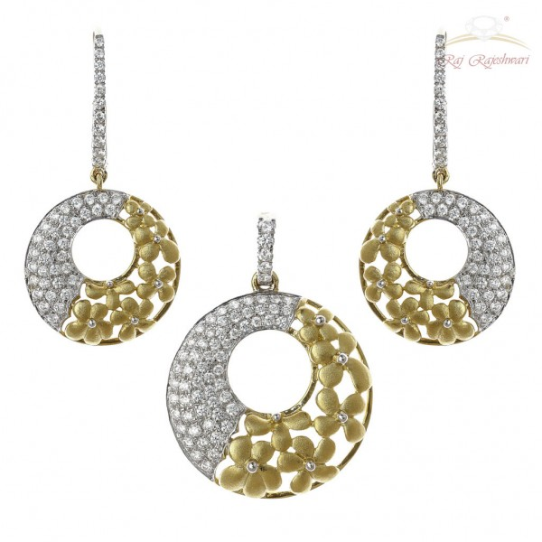 Diamond Studded Italian Designed Pendant Set in 18kt Gold