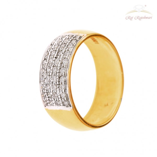 Diamond Studded Men's Band in 18kt Gold