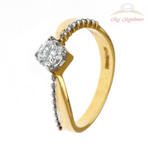 Solitaire Diamond Ring in 18kt Gold