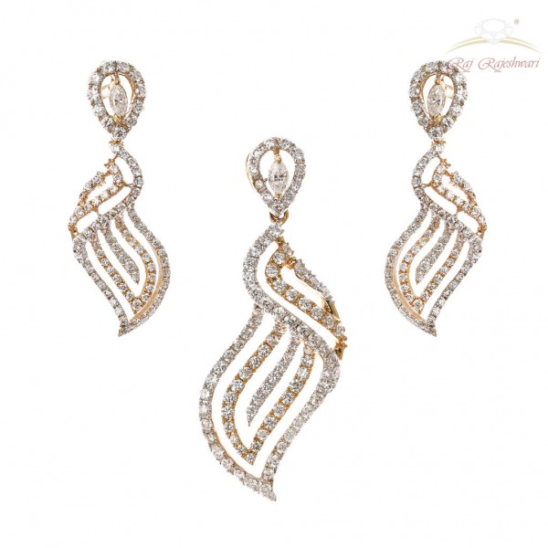 Daily Wear Diamond Studded Pendant Set in 18kt Gold