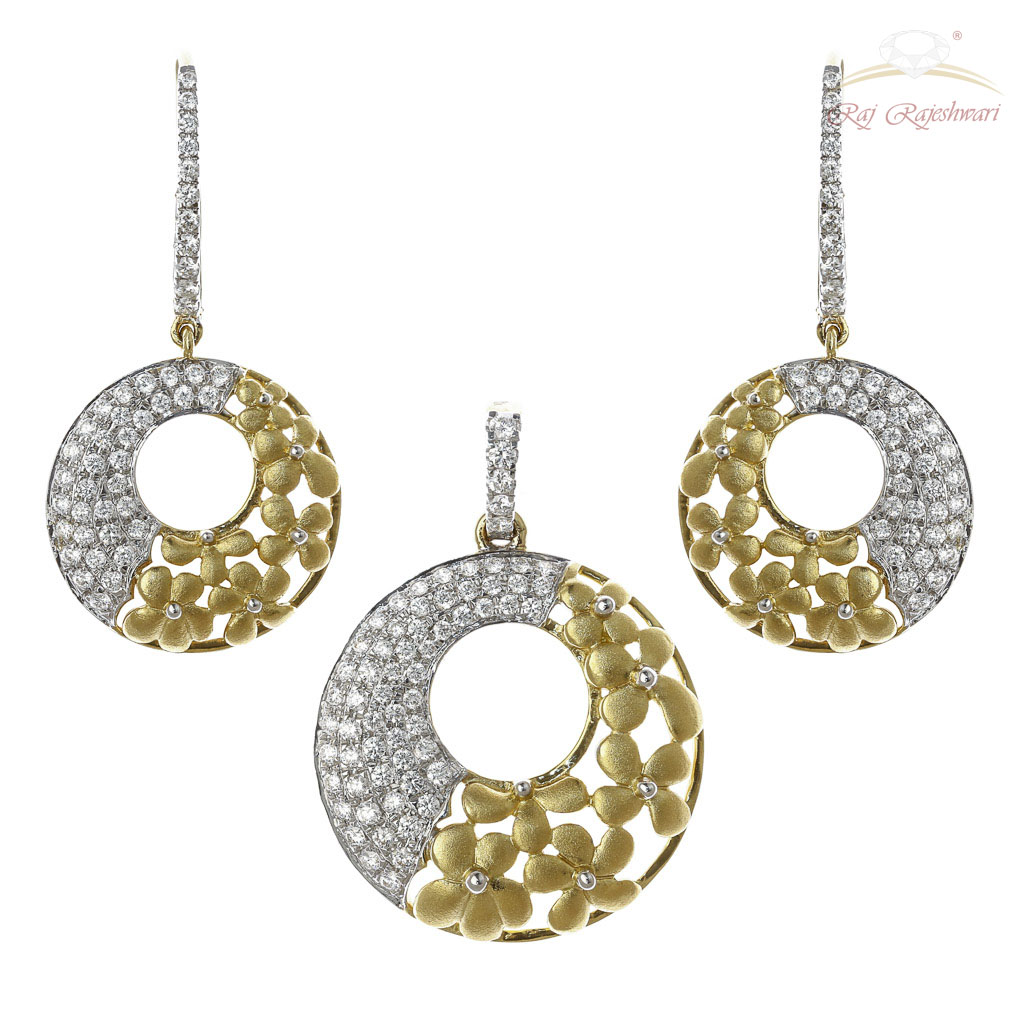 Pendant sets diamond studded italian designed pendant set in 18kt gold mozeypictures Image collections